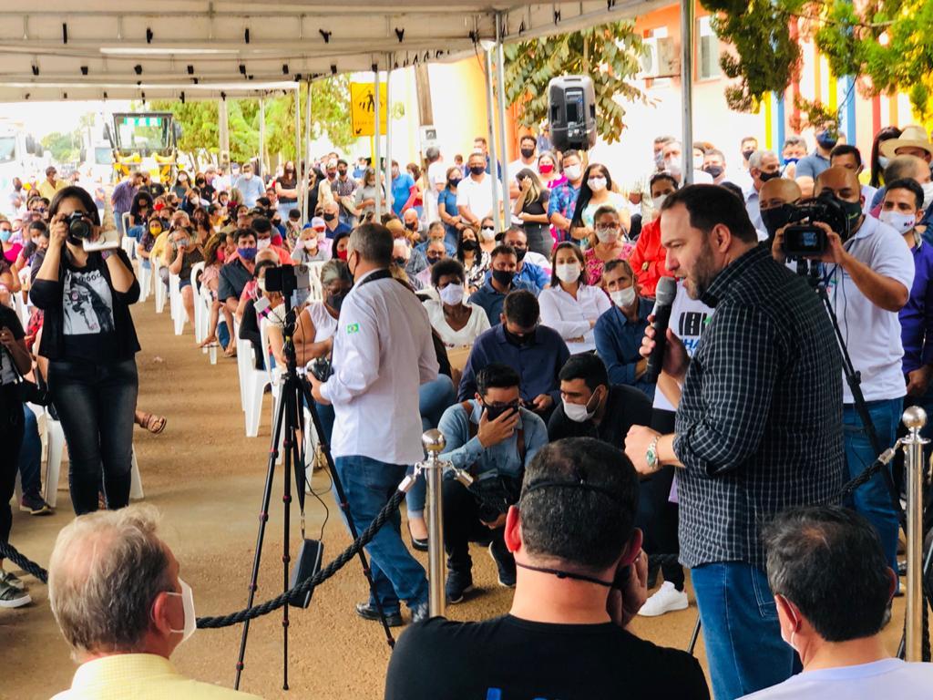 Em Vilhena, presidente Alex Redano participa do lançamento de programas do Governo